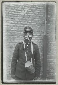 Dansk ingeniør med gasmaske