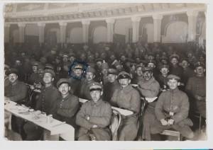 Sedertafel jüdischer Soldaten im Ersten Weltkrieg, Mitau, 6. April 1917 © Jüdisches Museum Berlin, Schenkung von Lore Emanuel, Foto: Jens Ziehe